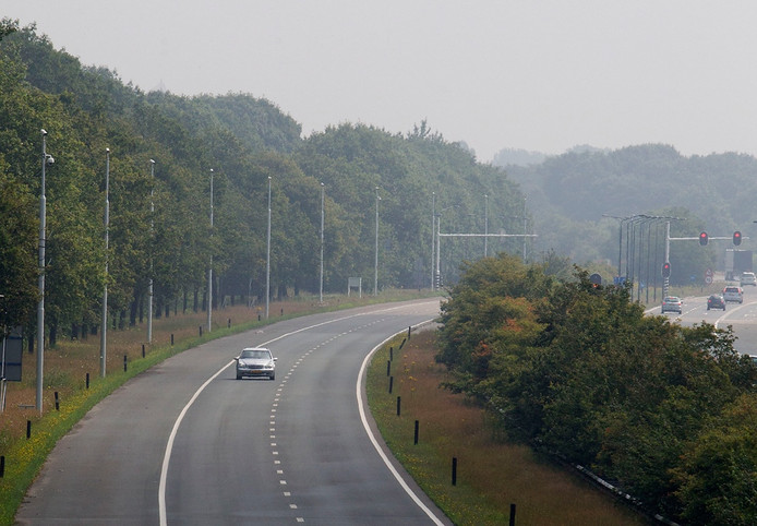 De A270 loopt tussen Helmond en Eindhoven.
