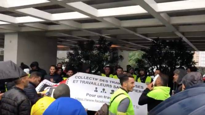 Arbeiders zonder papieren protesteren aan kabinet Brussels minister Clerfayt