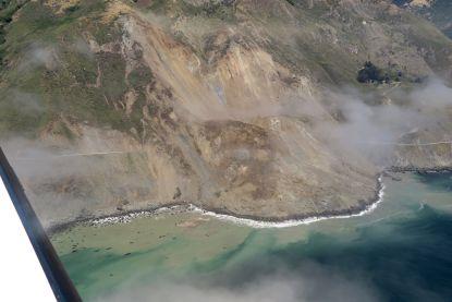 Aardverschuiving blokkeert adembenemende kustlijn Big Sur