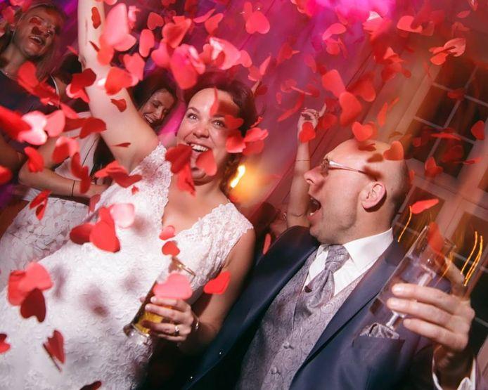 Patty en Bram genieten tijdens de bruiloft: 'Er waren zoveel prachtige momenten, vooral ook omdat het allemaal zo spontaan gebeurde.'