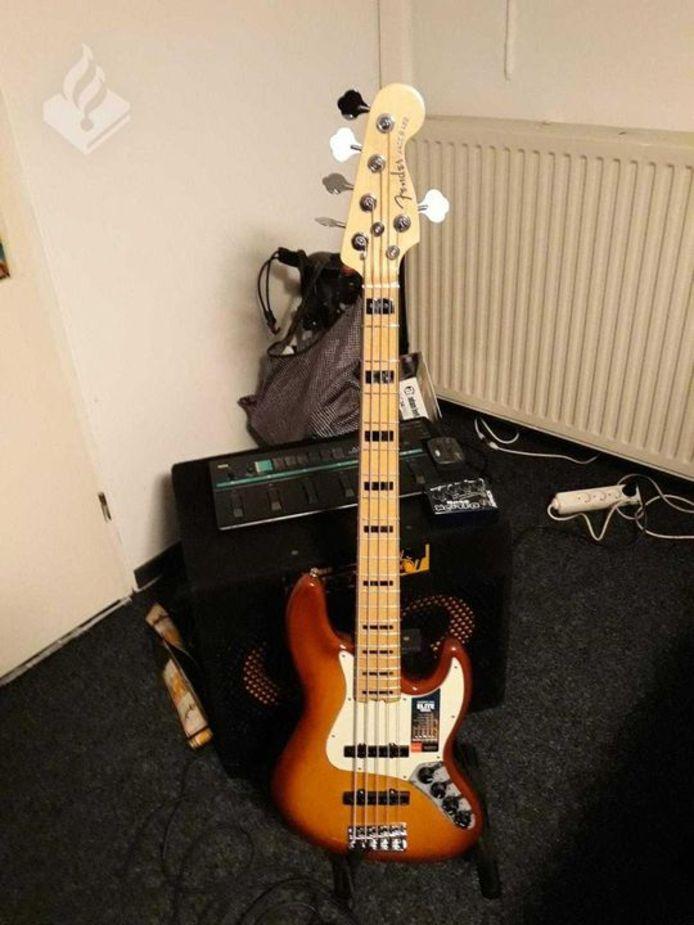 Een van de gestolen gitaren.