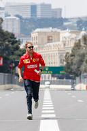 Sebastian Vettel verkent het circuit.