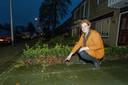 Majella Klink uit Roelofarendsveen - De gemeente wil 1,20 meter van hun voortuin verkopen dat al tientallenjaren in hun bezit is.