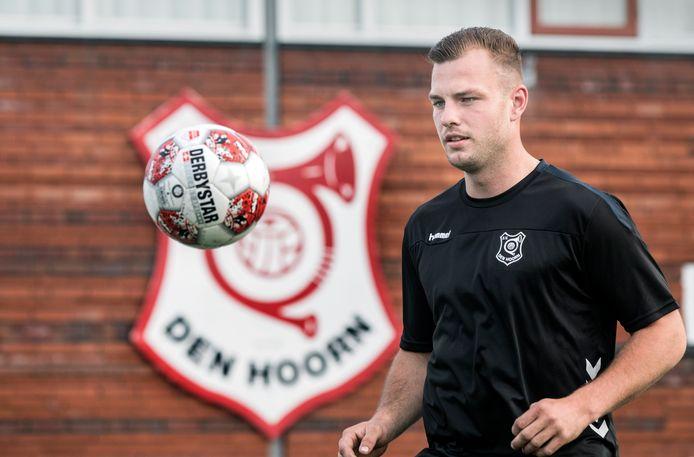 Verdediger Robin Zwartjens maakt tijdens de eerste trainingen bij SV Den Hoorn een gedreven indruk. Foto: Frank Jansen.