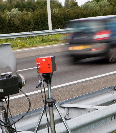 Man (25) rijdt meer dan 200 kilometer per uur op A59 bij Rosmalen, rijbewijs is ingevorderd