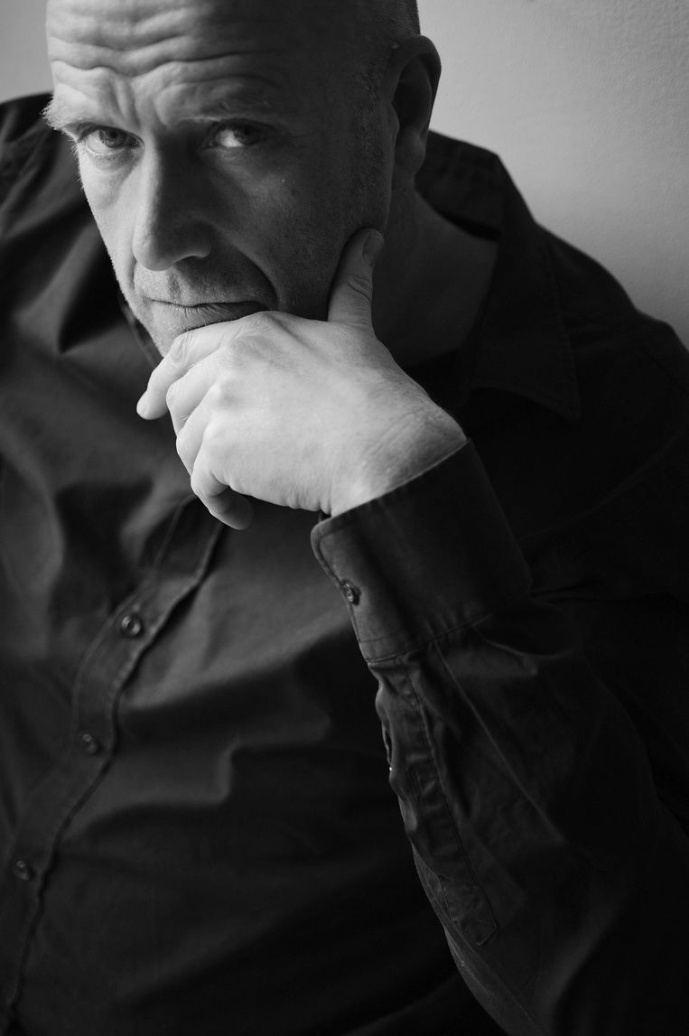 Auteur Richard de Nooy. Zijn vierde roman Van kleine helden verscheen in 2017. Beeld chris van houts