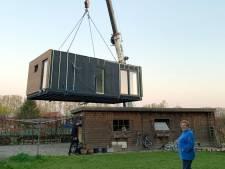 """Katrien installe un habitat solidaire modulaire pour sa belle-maman : """"Moins cher qu'une maison de repos"""""""