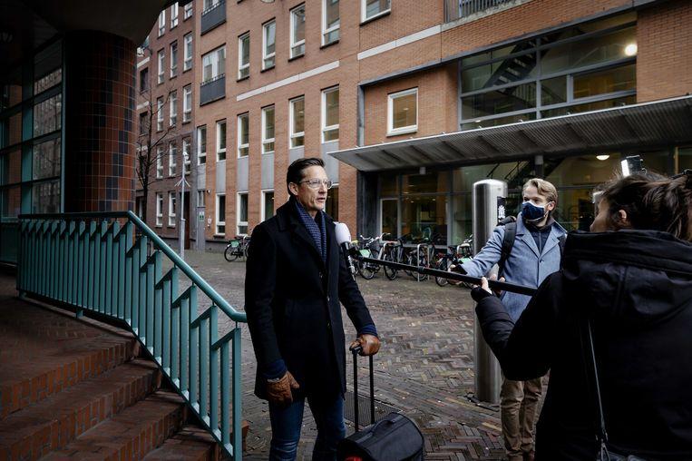 Joost Eerdmans van partij JA21 komt aan bij de Kiesraad.  Beeld ANP