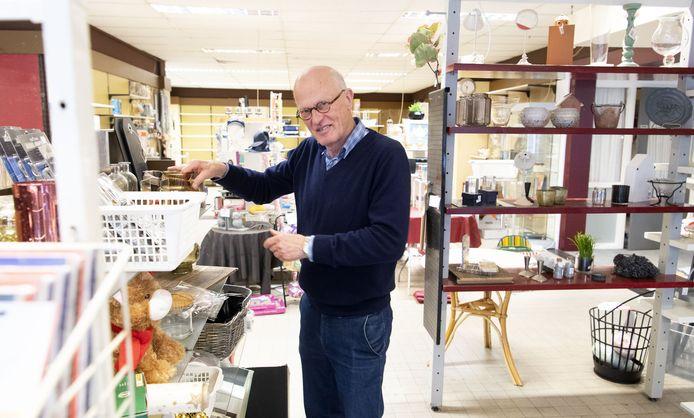 Peter Johannink in zijn warenhuis tussen de laatste spulletjes...