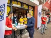 Een prikje Pfizer tijdens het boodschappen doen, GGD informeert én vaccineert op de Kruisstraat in Eindhoven