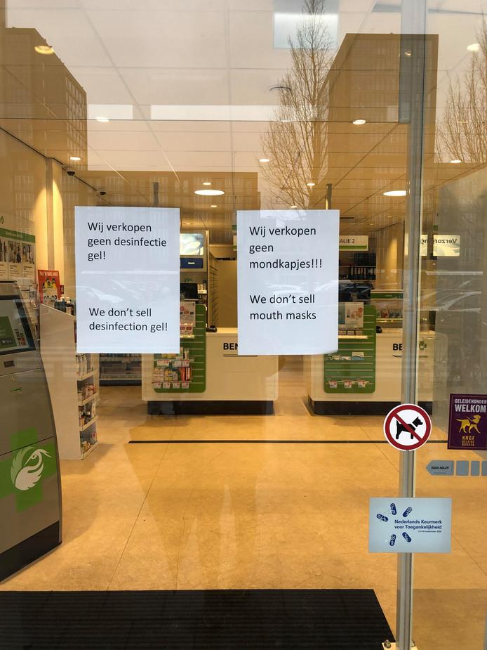 Geen mondkapjes meer bij BENU-apotheek Jan Heijns in Tilburg.