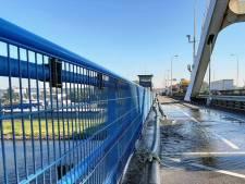 Merwedebrug bij Gorinchem gaat dicht voor verkeer: Rijkswaterstaat zaagt stuk van de klep