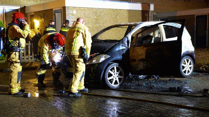 Autobrand op de Noord Parallelweg in Helmond.