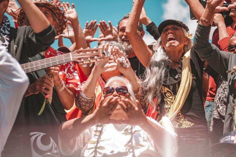 De ceremonies van de actievoerders worden gehouden bij het tentenkamp dat zij hebben opgeslagen aan de 2.00 hoge 'voet' van de vulkaan. Het kamp is uitgegroeid tot een dorp. Beeld Cody Fay