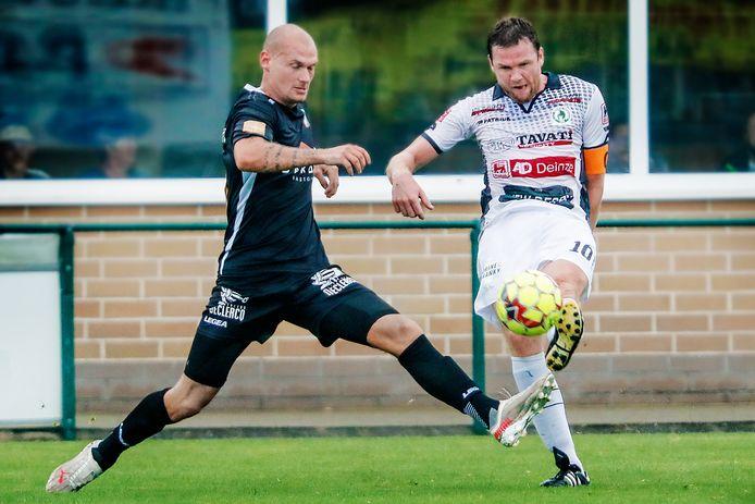 Denis Prychynenko, de nieuwe centrale verdediger bij SK Deinze, droeg in het duel met Sparta Petegem en Davy Joye de aanvoerdersband.