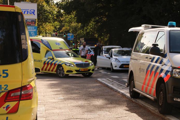 Bij een botsing vanmiddag tussen vier auto's op de Woudenbergseweg in Maarsbergen raakten twee personen gewond.