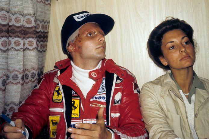Niki Lauda en zijn vrouw Marlene op 12 september 1976, vijf weken na zijn crash op de Nürburgring.