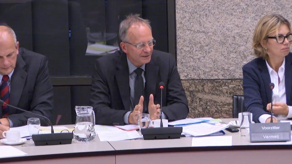 Minister Henk Kamp: 'Zeeland is geen zielige provincie. Werkloosheid is er lager dan in rest van het land. Er is stevige chemiesector.'