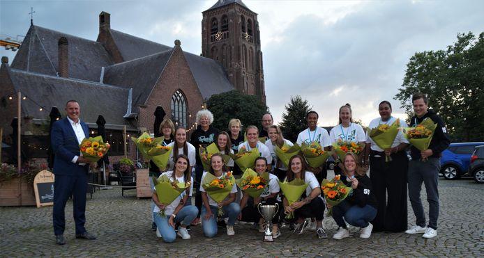 Roef! gehuldigd in Moergestel voor de derde plaats in de Europa Cup.