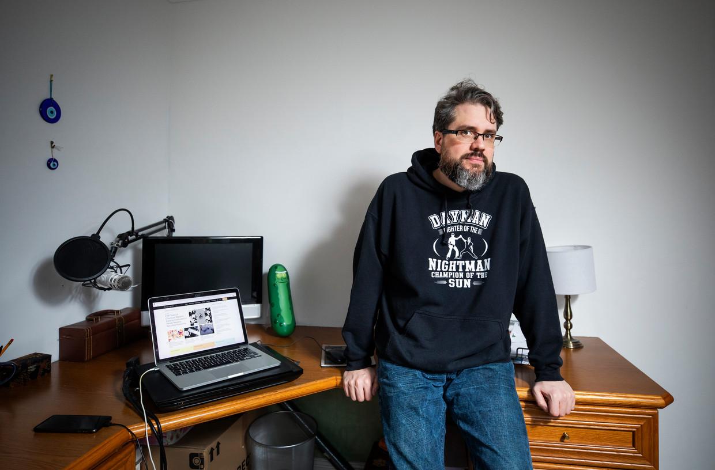'Jullie openbare omroep VRT zou zich moeten schamen: zendtijd geven aan complotdenkers is geen goed idee.' Beeld Fabio De Paola