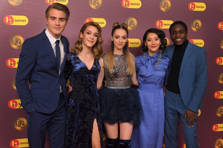 De cast van '#LikeMe'. (vlnr) Maksim Stojanac, Camille Dhont, Pommelien Thijs, Joey Kwan en Francisco Schuster poseert tijdens het Gala van de Gouden K's. Beeld BELGA