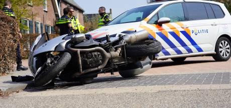 Motorrijder gewond door aanrijding met auto in Almkerk