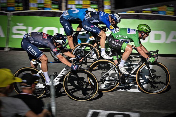 Nummer 34 voor Mark Cavendish, waarmee hij op gelijke hoogte komt met Eddy Merckx. In Carcassonne klopt hij opnieuw Jasper Philipsen in de sprint, na uitstekend werk van zijn teamgenoot Michael Mørkøv.
