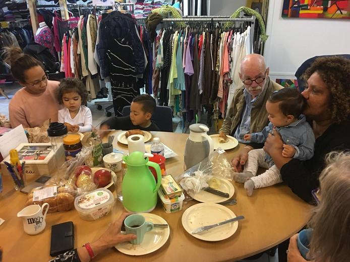 De buurtwinkel van stichting Met Inzet Lukt Alles uit Lelystad kreeg een bijdrage van het VSBfonds.