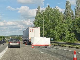 Dodelijk ongeval in Halle: bestelwagen rijdt in op vrachtwagen