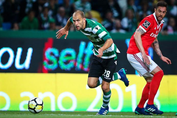 Bas Dost in actie tegen Benfica.