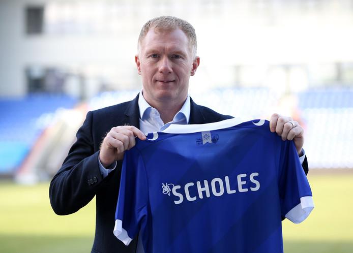 Paul Scholes werd gisteren geprestenteerd bij Oldham Athletic.