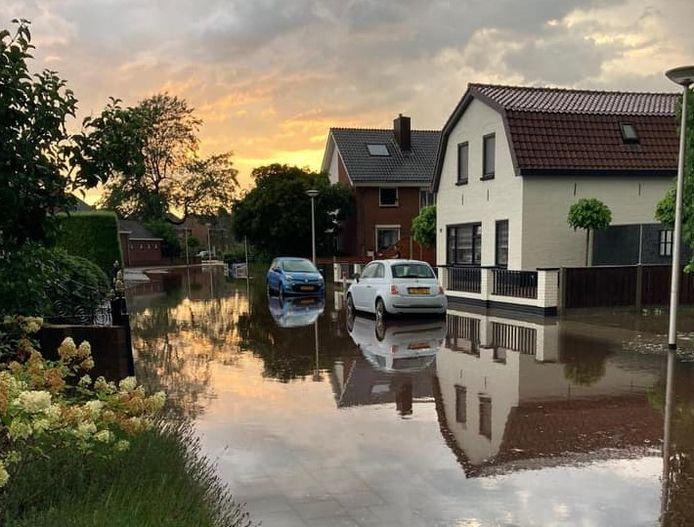 Extreme regenval zorgde afgelopen zomer voor veel wateroverlast in Wierden.