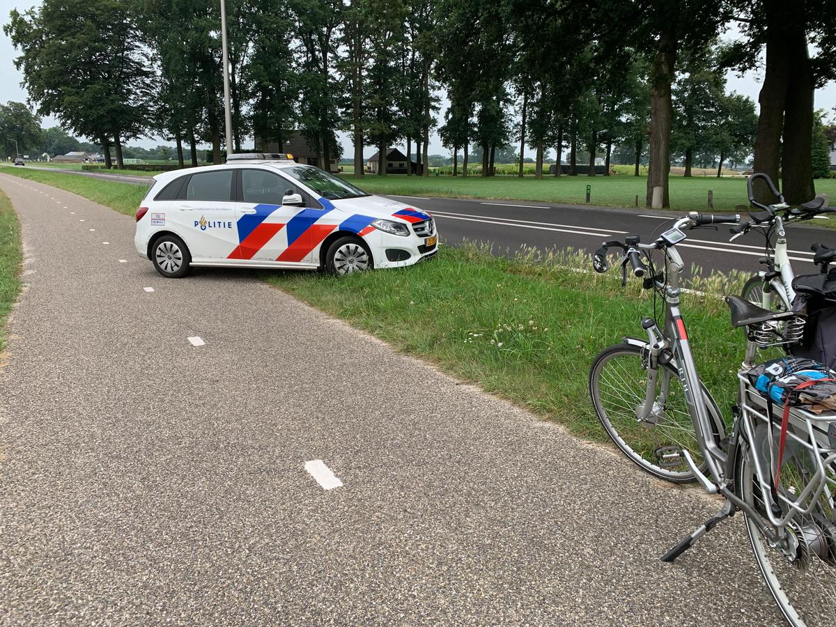 De politie heeft eerste hulp verleend na het ongeluk met de fietser in Gramsbergen.