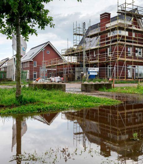 Voorstel woningbouw van tafel, Van Esch 'erg teleurgesteld'. Oppositie: voorstel bedoeld om publiciteit te krijgen