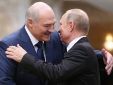 Loekasjenko maakt ongekende U-bocht en meldt zich met hangende pootjes bij Poetin