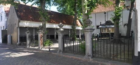 Alle deuren van het monumentale Sint Jacobshofje in Zierikzee gaan open voor publiek