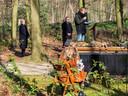 Een uitvaart in Doetinchem onder coronaregels: maximaal 30 personen en anderhalve meter afstand.