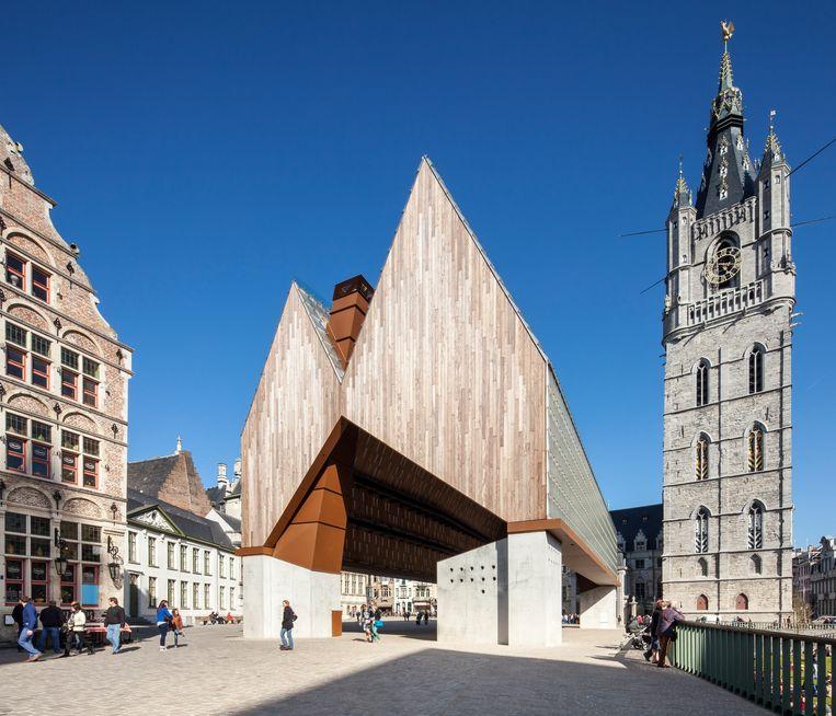 De Stadshal op het Gentse Emile Braunplein ontwierp Van Hee samen met Robbrecht en Daem.  Beeld Tim Van de Velde