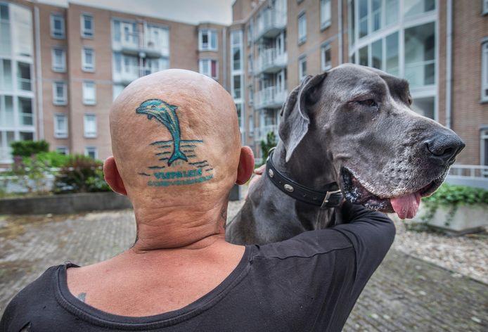 Rob Albers met zijn tattoo van het Vispaleis.