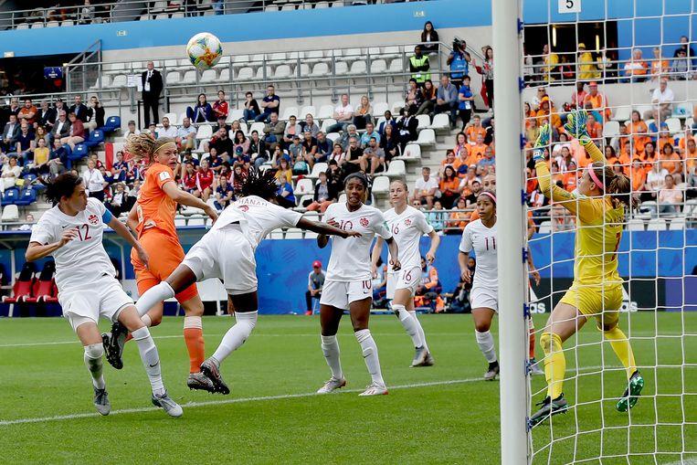 Anouk Dekker scoort de 2-1 tegen Canada op het WK. Oranje wint voor het eerst in de geschiedenis van de Noord-Amerikaanse topploeg.  Beeld BSR Agency