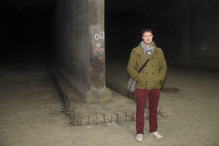 Maarten Mans op de plaats waar de parking komt.