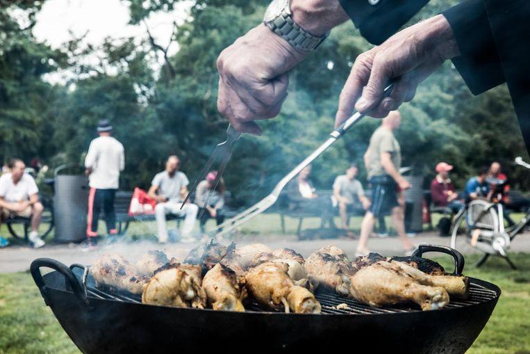 Barbecue voor de verjaardag van Fred Beeld Marlena Waldthausen