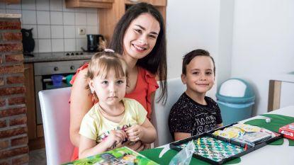 """Michelle (21) leert anderstalige nieuwkomertjes vrijwillig Nederlands: """"Hopelijk maken ze dankzij mijn bezoekjes snel vrienden op school"""""""