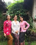 Sita Tyasutami (rechts) zou het virus als escort hebben opgelopen, zo roddelde gans Indonesië. Maria Darmaningsih (midden) en Ratri Anindyajati bleken vlak erna ook besmet.