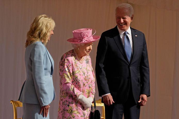 """Volgens Joe Biden, zelf toch ook al een kranige zeventiger, deed de Queen hem erg denken """"aan zijn moeder""""."""