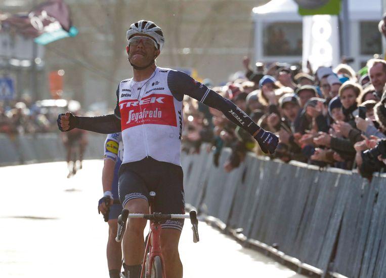 29 februari 2020: Jasper Stuyven wint de Omloop met volop publiek langs de route. Beeld EPA
