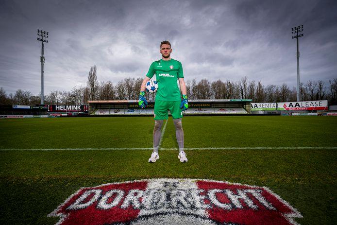 Doelman Liam Bossin in het stadion van zijn nieuwe werkgever FCDordrecht: ,,Ik ben redelijk allround, maar kan ook op alle vlakken verbeteren.''