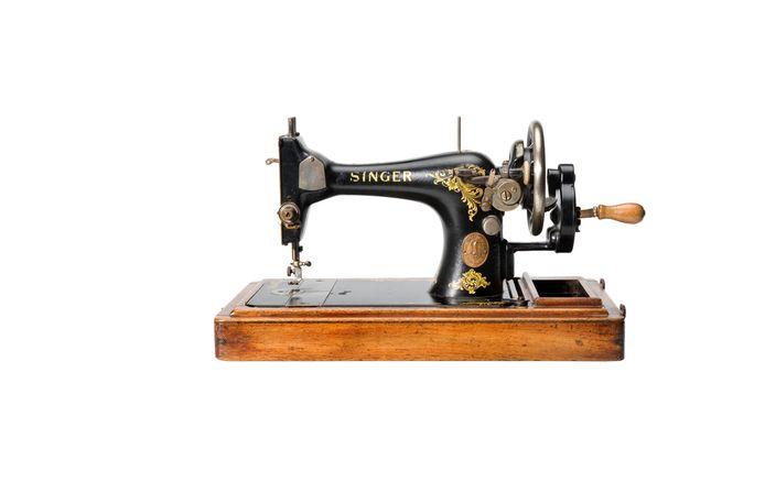 Ook deze aloude naaimachine was onderdeel van de expositie 'Makers & spectators'.