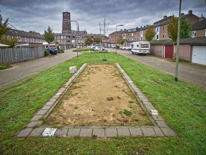 Het hofje tussen de Sint Sebastiaanstraat en Sint Anthoniusstraat in Oss, waar vijftien jaar geleden Boudewijn Kerbusch werd doodgeschoten.