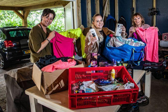 Edith Stegeman -Timmers, Gertine Bagerman en Jolanda Greveling (vanaf links) uit Heino zijn een inzameling begonnen om in december een verwendag voor minima voor elkaar te boksen. Inmiddels krijgt ze van allerlei kanten hulp.